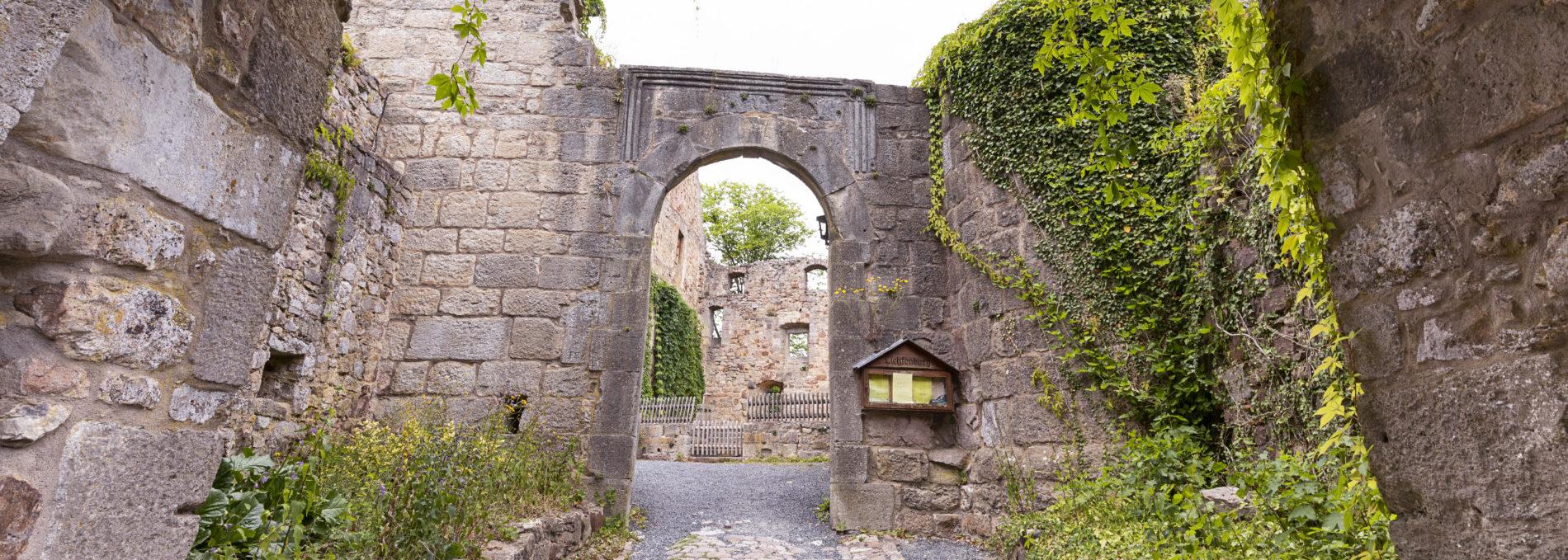 Ruine Lichtenburg in der Stadt Ostheim v. d. Rhön in der Streutalallianz weithin sichtbar (Foto: Leska Hörner - Leskas Wunderwelt)