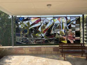 Die Glasfenster an der Leichenalle Stockheim (Foto: Martin Link).
