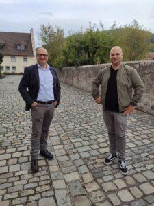 Wie Brüder die Bürgermeister Tobias Seufert (Bastheim, l.) und Stefan Kießner (Oberstreu, r.) (Foto: Kokula)