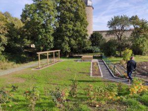 Der Naschgarten an der Stadtmauer in Fladungen (Foto: Kokula).